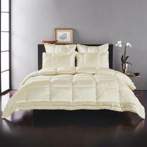 Donna Karan Home 100% Silk quilted comforter King